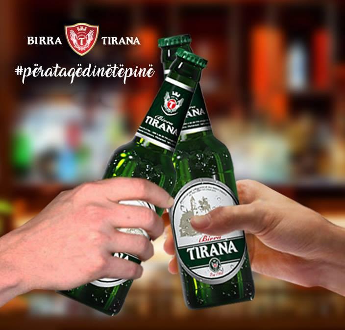 Korçë, nata e dytë e Festës së Birrës, qytetarë të shumtë dhe tursite shijojnë birrën 'Tirana'