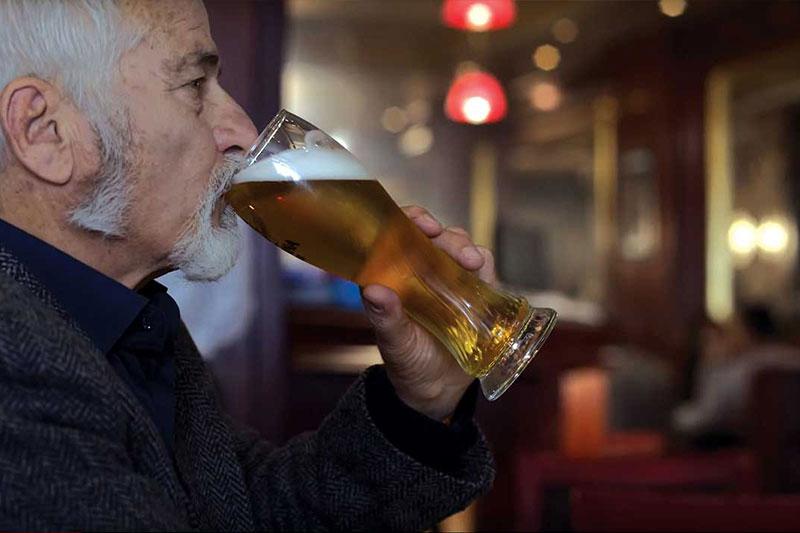 Dhjetë Arsye Pse Duhet të Pini Birrë